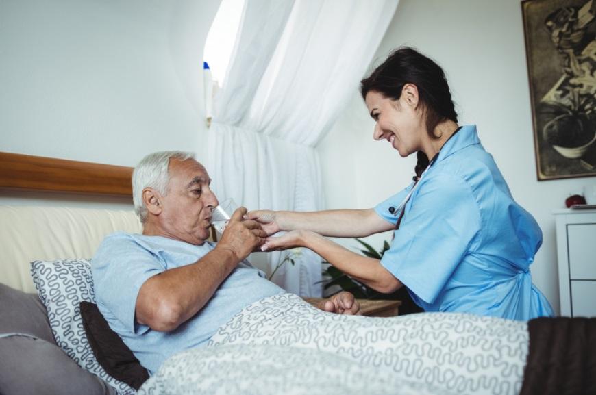 Ищу человека уход за лежачими больными спока хотели сдать в дом престарелых